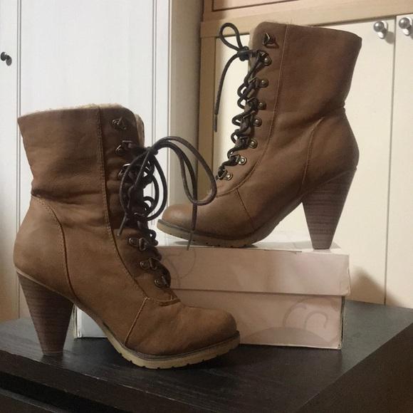 42e26a433fd2 NWT Shi by Journeys Nahla Boots